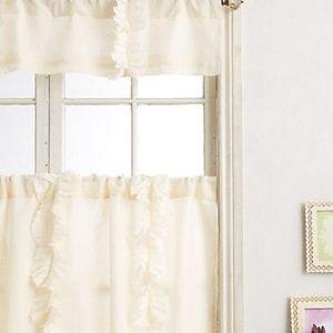 [anthropologie] ivory cafe flutter curtains